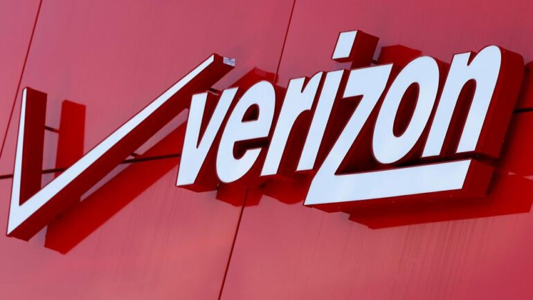 Verizon Loses Its Wireless Subscribers, Profits Plunge