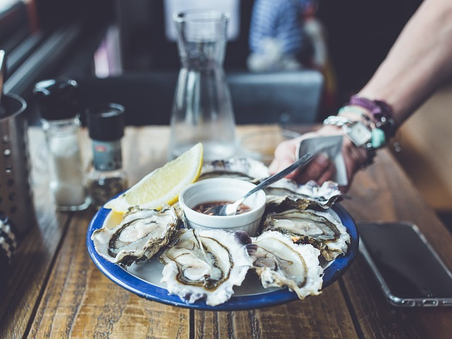 eating Oysters kills texas woman