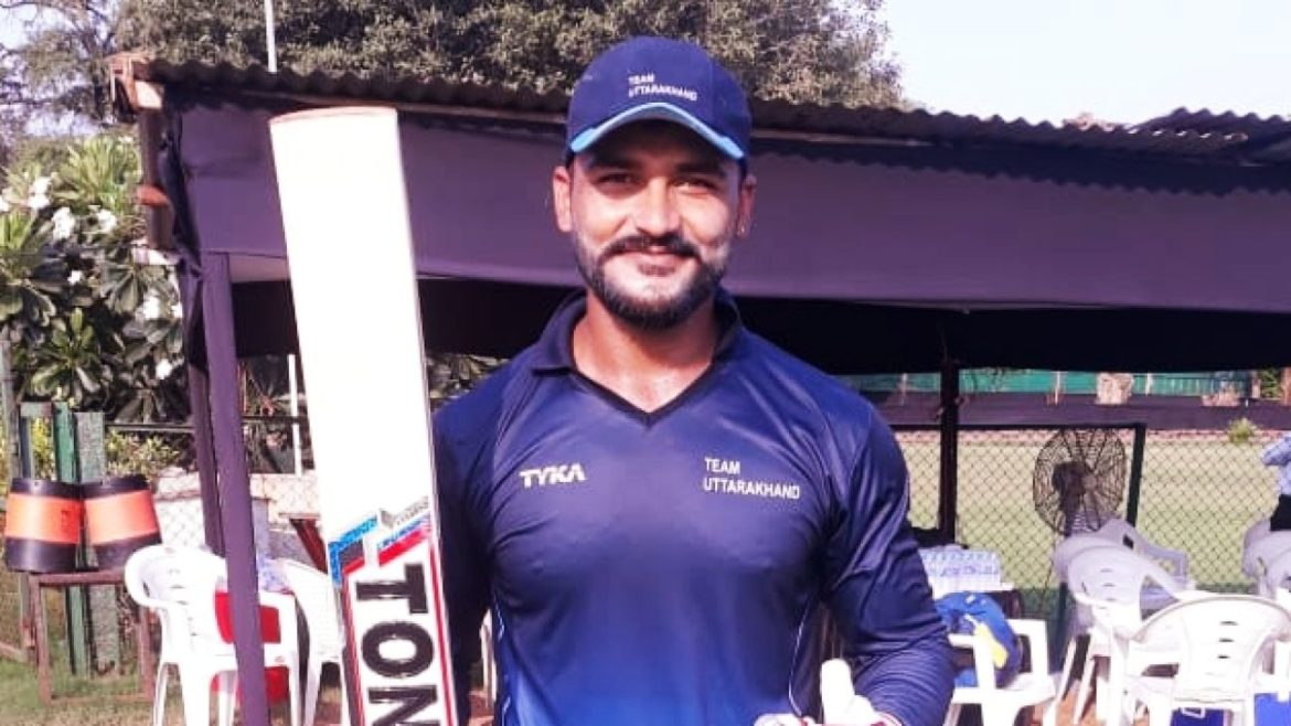 Captain Cool's fan is breaking the records