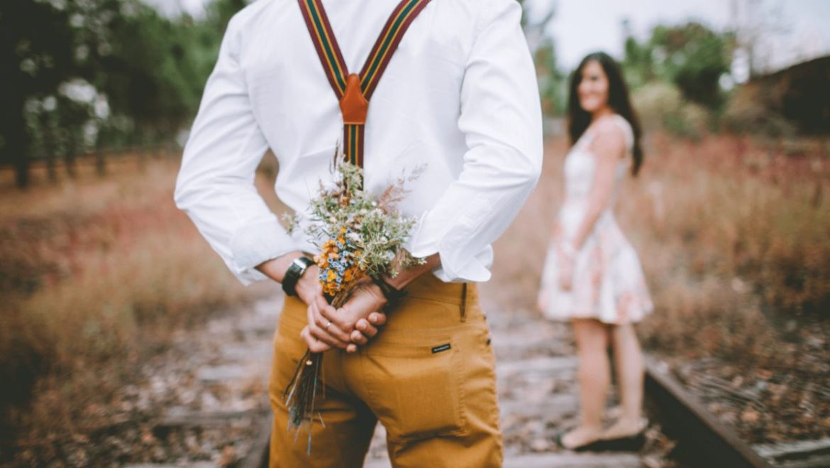 If you decide to bring flowers to the first date – Here is what you need to know